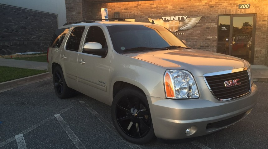 Lowered 2013 GMC Yukon with KMC Slides