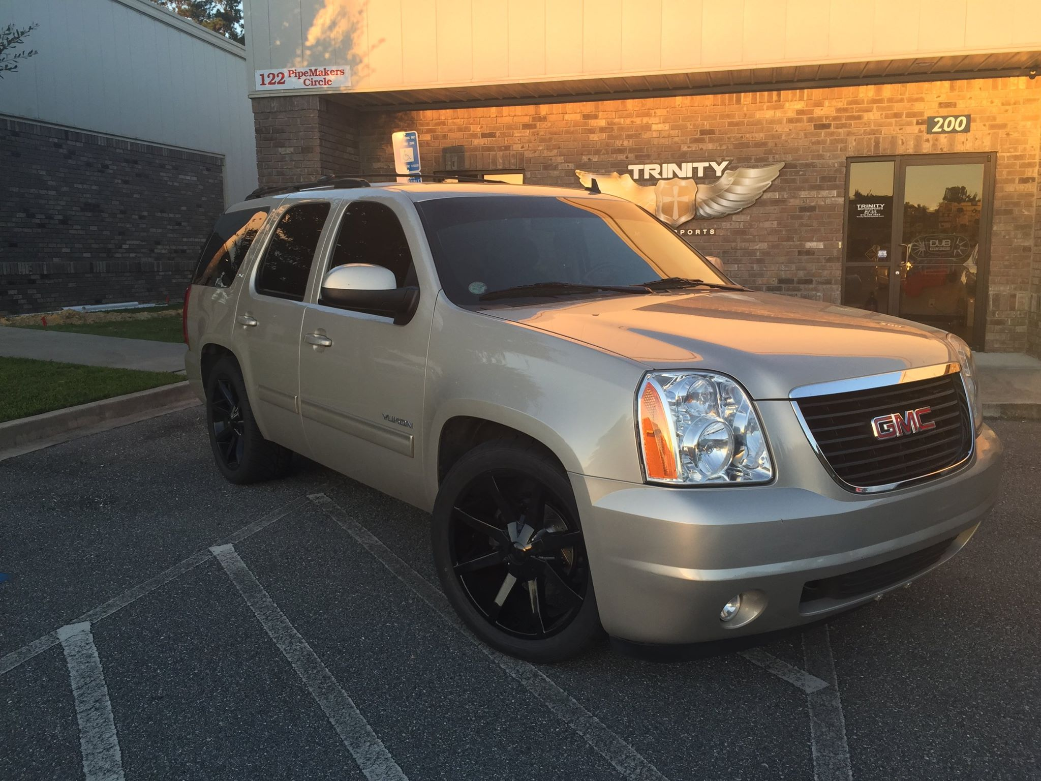 Lowered 2013 Gmc Yukon With Kmc Slides Trinity Motorsports