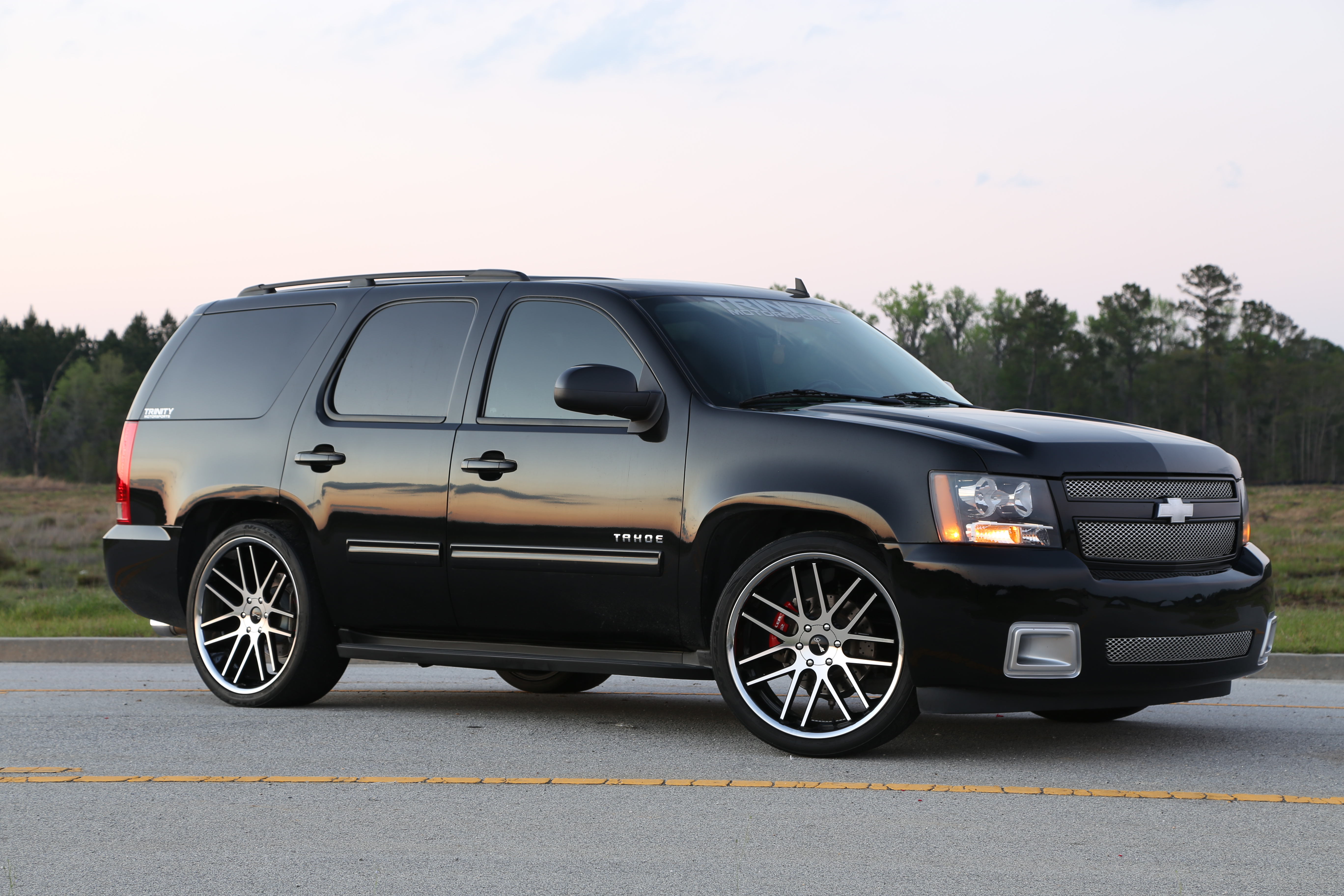 Lowered tahoe on 24s submited images
